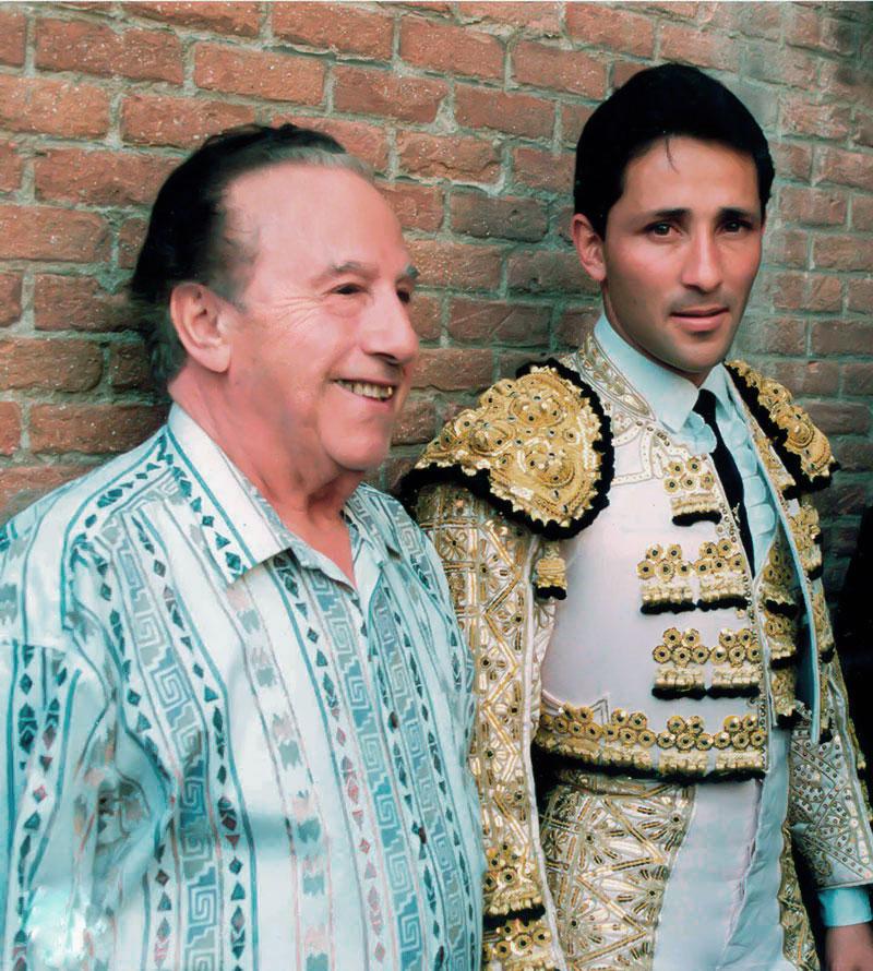 16-Con el torero César Rincón en la plaza de toros de LAS VENTAS.