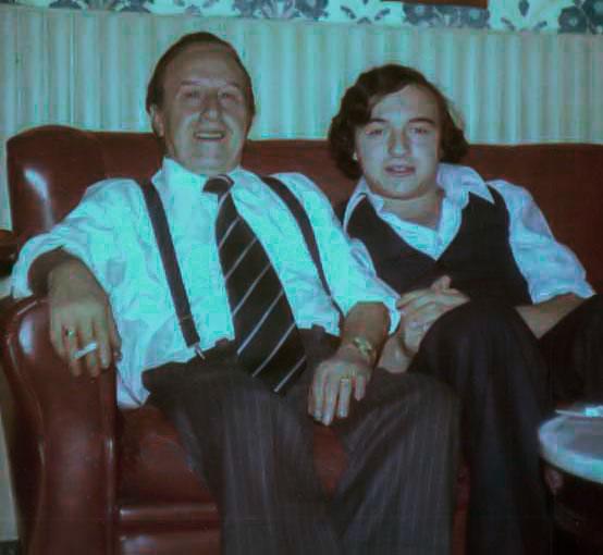 22-Con su hijo Francisco en casa de Bambino en Utrera (Sevilla)