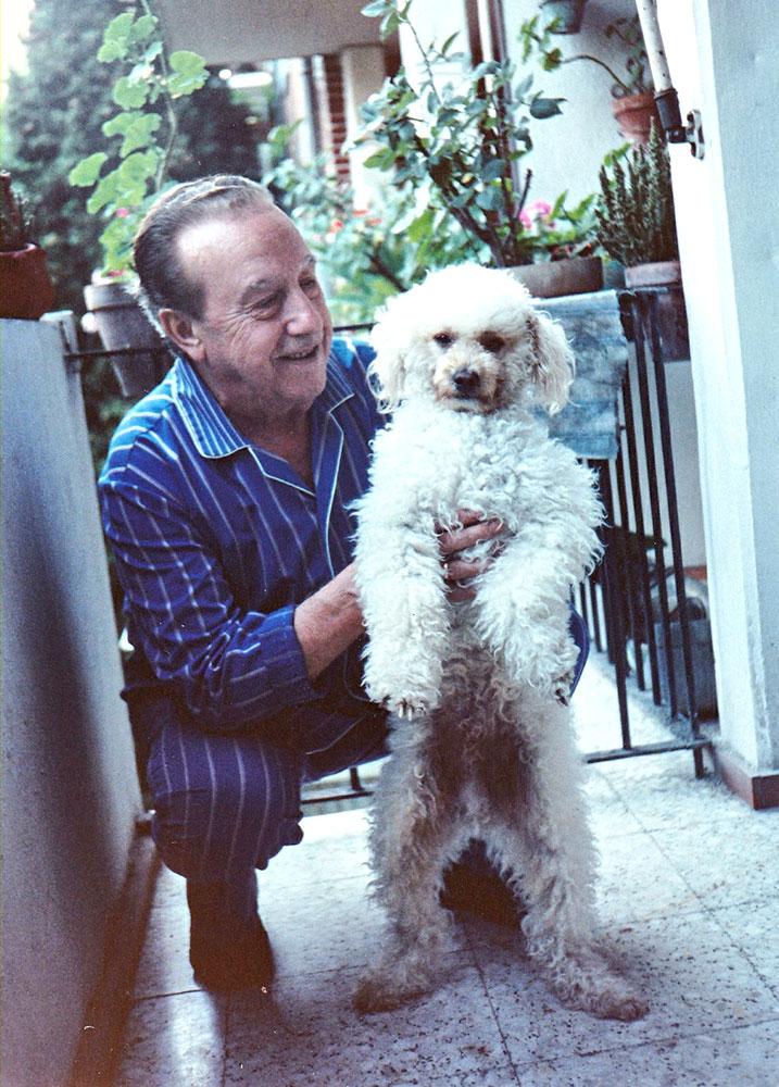 35-Con su perro Yogui